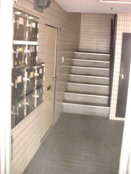 レジデンス三和 階段(玄関)